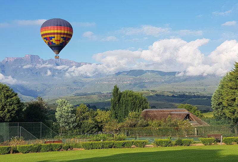 Hot air ballooning in the Drakensberg